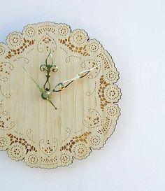 bamboo doily clock von uncommon auf Etsy, $34,00
