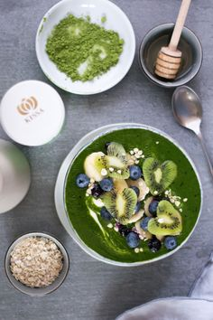 Matcha Smoothie Bowl Matcha Smoothie, Smoothie Bowl, Matcha Tee, Palak Paneer, Tea, Ethnic Recipes, Inspiration, Food, Amazing