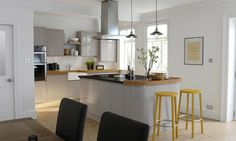 Handleless Cashmere Gloss Kitchen image 1
