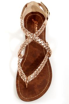 The sun is out, so let's make a break for the braids on these GoMax Berdine 53 Rose Gold Metallic Braided Gladiator Sandals! Vegan leather sandals with braided straps. Cute Sandals, Cute Shoes, Me Too Shoes, Pretty Sandals, Trendy Shoes, Casual Shoes, Grunge Style, Soft Grunge, Rose Gold Metallic
