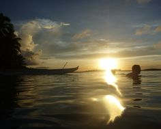 Dawn outrigger canoe to Pangaimotu Island and a swim, what a great way to start the day