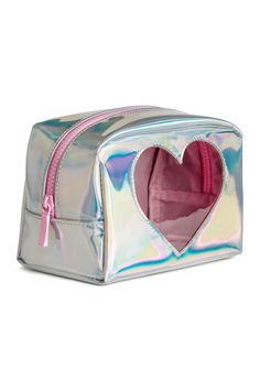 Shimmering Makeup Bag Makeup bag in faux leather with a metallic finish. Zip at top and a heart-shaped section in transparent plastic at front. Makeup Pouch, Cosmetic Pouch, Makeup Case, Metallic Look, Cute School Supplies, Cute Backpacks, Cute Bags, Purses And Handbags, Heart Shapes
