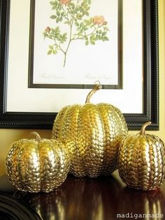TUTORIAL~ using Dollar Store supplies, and creating golden pumpkins. All you need are lots of thumbtacks, gold spray paint (optional), one or more foam pumpkins, and the tutorial included in the link. Diy Pumpkin, Pumpkin Crafts, Fall Crafts, Pumpkin Carving, Holiday Crafts, Holiday Fun, Diy Crafts, Pumpkin Ideas, Gold Pumpkin