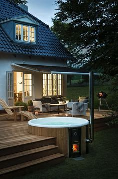For a unique garden design: Decorate your terrace with a wood-framed . - For a unique garden design: decorate your terrace with a wood-fired hot tub. Hot Tub Garden, Hot Tub Backyard, Backyard Patio, Backyard Landscaping, Jacuzzi Outdoor Hot Tubs, Hot Tub Pergola, Backyard Kitchen, Outdoor Patios, Backyard Sheds