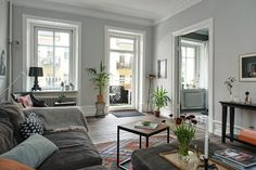 I love different shades of grey in homes and this home for sale in Göteborg by Alvhem Mäkleri has that. The walls in the living room are painted a very light grey while they made the bedroom a bit warmer by painting that a darker grey. It looks very warm in combination with the dark wooden …