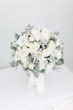 david & kathrin photography and film: Winter Elopement Snow Wedding, Winter Wedding Flowers, Luxe Wedding, Dream Wedding, Pinecone Bouquet, Christmas Wedding Bouquets, Winter Floral Arrangements, Wedding Flower Guide, Wedding Ideas