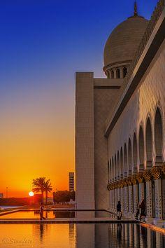 Abu Dhabi Sheikh Zayed Grand Mosque by Simofoto2012, via Flickr