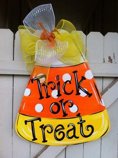 Candy Corn Halloween Wooden Door hanger by Earthlizard on Etsy Halloween Door Hangers, Fall Door Hangers, Burlap Door Hangers, Halloween Signs, Diy Halloween, Halloween Wreaths, Halloween Stuff, Wooden Halloween Crafts, Burlap Door Decorations