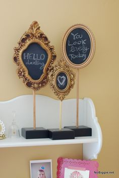 Use frames for small chalkboard to change sale notes Home Crafts, Crafts To Make, Diy Crafts, Geek Crafts, Chalk It Up, Vintage Frames, Craft Show Ideas, Crafty Craft, Crafting