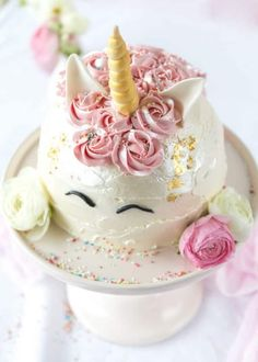 Zucchini cake with pine nuts - Clean Eating Snacks Baby Shower Niño, Baby Shower Cakes, Backen Baby, Buckwheat Cake, Rhubarb Cake, Ricotta Cake, Zucchini Cake, Pin On, Salty Cake