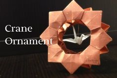お正月にぴったりの折り紙で作る折り鶴のオーナメント。その折り方とコツ。くす玉をアレンジして作った枠組みの中央に折り鶴をつり下げています。枠組みは普通の折り紙で折ると薄すぎるので、少し厚手の紙を利用することをおすすめします。 Diy And Crafts, Arts And Crafts, Paper Crafts, Origami Modular, Origami Diagrams, Origami Tutorial, Crane, Decoration, Paper Art