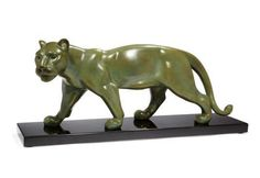 En vente mercredi 4 mai par Millon & Associés à Paris : RIOLO, Sculpture en bronze à patine verte nuancée d'une panthère marchant. Signé. 75 x 19 x 32 cm. Est. 1 800 - 2 000 euros.