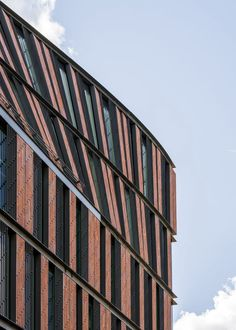 The new Nybrogatan 17 office block was designed to complement its historic surroundings. The building's form, materials and architectural details aim to reinterpret the area's architectural style in a modern way. Brick Cladding, Brick Facade, Brickwork, Marble Staircase, Glass Facades, Multi Family Homes, Glass Roof, Facade Architecture, Red Bricks