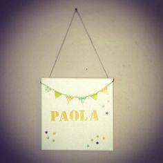 Plaque de porte. Fanion jaune. Personnalisable. Littlebelette.fr