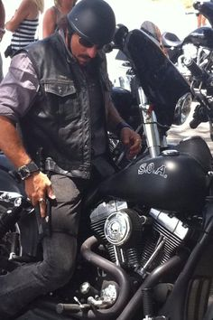 "Kim Coates ""Does a knife strapped to my thigh make me look psychotic?"""