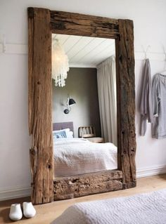 43 Cozy Rustic Home Decor Ideas – Home decorating can be very fun but yet challenging at times; whether it be with western decorations or rustic home decor. Western home decor is decor… Cheap Home Decor, Diy Home Decor, Home Decoration, Decor Room, Wall Decor, Reclaimed Wood Floors, Salvaged Wood, Reclaimed Wood Mirror, Repurposed Wood