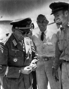 """1943, Tunisie, Le """"Oberst"""" Alfred Koester, Regimentskommandeure Panzergrenadier-Regiment 200, POW des US Navy Coast Guard, le 23 juillet  Le Panzergrenadier-Regiment 200 appartient à la 90. Afrika-Division.   Il fut POW sous le numéro 7WG-16085 et envoyé au Camp Clinton, Mississippi, USA."""