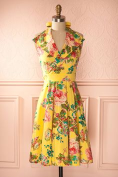 Marge - Colorful yellow flower print apron