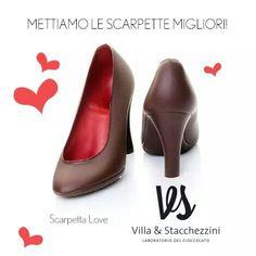 Si avvicina la #festadellamamma...ad ogni donna la sua #scarpettalove! www.villaestacchezzini.it #maitrechocolatier Whatsapp 3662517421