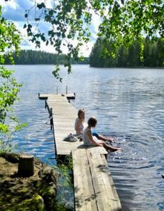 Lake Life in the summer! Family travel ideas At the lake watching the minnows swim between our toes. Haus Am See, Seen, Lake Life, Summer Garden, Country Life, Country Living, The Great Outdoors, Summer Vibes, Summer Fun