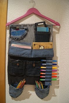 Colgador de tela vaquera, lo hice con pantalones viejos. Como regalo es estupendo!!!