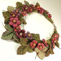 Купить Утро Брусничной Долины. Колье из натуральной кожи - комбинированный, бордовый, оливковый, зеленый, ягоды
