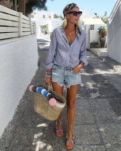 Style Tips For Women: 42 Jean Shorts Outfits For This Summer Denim shorts outfit and Boho chic sandals Summer Outfits Boho Indie, Boho Sommer Outfits, Boho Outfits, Trendy Outfits, Spring Outfits, Outfit Jeans, Denim Shorts Outfit Summer, Miami Outfits, Viernes Casual