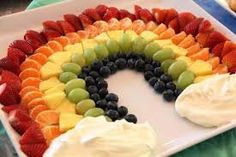 """Eat a Rainbow: healthy kids party food! We are always in search of ways to incorporate healthy food choices in fun ways that kids will enjoy. That was why we loved the """"Eat A Rainbow"""" fruit cups and k Healthy Kids Party Food, Healthy Treats, Healthy Food, Food Kids, Healthy Birthday Treats, Healthy Children, Toddler Food, Healthy Recipes, Fruit Party"""