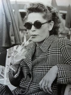1930's fashion - sunglasses! Have not changed much since the 20s