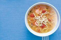 15 januari - Pindakaas in de bonus - Lekker kruidig deze Indische pindasoep met gember, sambal, knoflook, ui en citroengras - Recept - Allerhande