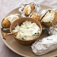 Recept - Gepofte aardappel met kruidenroom - Allerhande