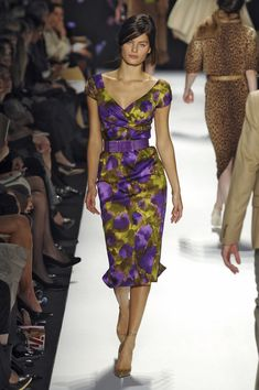 Photos of the runway show or presentation for Michael Kors Fall 2008 RTW Shows in New York. Fashion Week, Spring Fashion, High Fashion, Womens Fashion, Lovely Dresses, Vintage Dresses, Evening Dresses, Summer Dresses, Formal Dresses