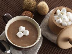 SOUND: http://www.ruspeach.com/en/news/13099/     Какао известно также под названием шоколадное дерево. Это вечнозеленое дерево родом из Южной Америки. Плоды этого дерева - какао-бобы являются основным ингредиентом при производстве шоколада. Какао называют коричневым золотом благодаря его востребованности по всему миру и высокой цене. В благоприятных условиях вечнозеленое дерево какао цветёт круглогодично и плодоносит круглый год.    Cocoa is also known as chocolate tree. It