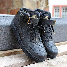 Need some Nike Air Force 1 Mid 07 LV8 Black Gold #nike @nike @nikesportswear @nikebasketball #nikeairforce #airforce1 #blackgold #step #instakicks #chicksnkicks #sneakerfreak #sneakergame #sneaker #hype #hypebeast #premium #airforce1mid #lv8 #follow #followme #followus #blog #sneakerblog #fashion #kontrasttrier #freshin