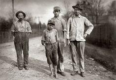 Diciembre de 1913, Stevenson, Alabama. Uno de los jovenes trabajadores de la Stevenson Cotton Mills. Aparenta menos de 12 años by Lewis W. Hine.