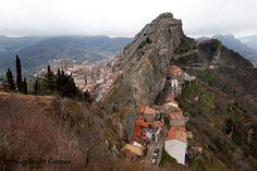 Fjellandsbyen Pietrapertosa i Basilicata, Sør-Italia. Mer spektakulært - og hyggelig - blir det ikke.