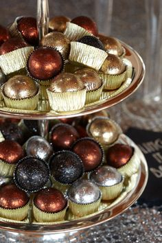 Mini Glitter Cakes. Even desserts can be glamorous with confectioners' shimmery sugar dust.