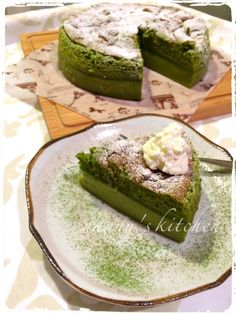 """Matcha-Flavored Magic Cake:""""Magic cake"""" (Gateau Magique in French) is popular in Japan right now. Make the magic cake in Matcha flavor! If you follow this recipe, you can enjoy Matcha pudding, Matcha mousse and Matcha chiffon cake at once. provided by OYSHEE - easy recipes -"""