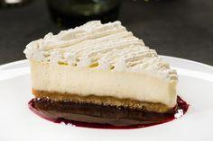 Statholderens ostekake med vaniljelokk og bærsaus