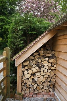 wood stacking ideas best way to store firewood ingenious ways stack on deck storage ideas medium size of within indoor wood stacking ideas Outdoor Firewood Rack, Firewood Storage, Deck Storage, Log Shed, Barn Renovation, Wood Store, Oak Logs, Garden Design, House Design
