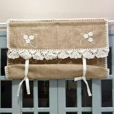 Gosto de Fazer No Sew Curtains, Shabby Chic Curtains, Crochet Curtains, Burlap Curtains, Valance Curtains, Contemporary Curtains, Homemade Curtains, Barn Kitchen, Hidden Kitchen