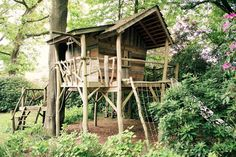 Unieke Boomhut op maat | Meubelmakerij | Houtkwadraat Backyard Fort, Backyard Playground, Backyard For Kids, Tree House Plans, Cool Tree Houses, Natural Playground, Tree Tops, Interior Exterior, Play Houses