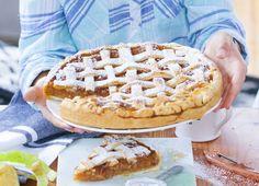 Klasyczna szarlotka z kratką Dessert Recipes, Desserts, Waffles, Dom, Food And Drink, Cooking Recipes, Breakfast, Tarts, Tailgate Desserts