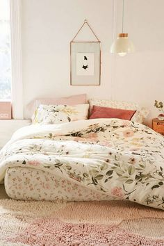 Floral bedroom | shop: duvet - art - glass frame - velvet pillow - rug - lamp Follow Gravity Home: Blog - Instagram - Pinterest - Facebook - Shop