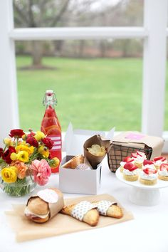 Picnic ideas and strawberry lemonade