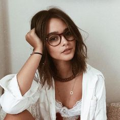 Love these glasses and hair Foto Blog, Foto Casual, Selfie Poses, Selfie Sexy, Selfie Ideas, Girls With Glasses, Girl Glasses, Short Hair Glasses, Glasses Outfit