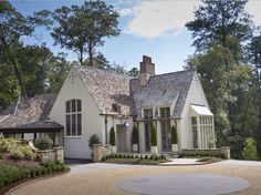 A charming French inspired house by Birmingham architects Shepard and Davis House Designs Exterior Architects Birmingham Charming Davis French house INSPIRED Shepard Modern Cottage, French Cottage, Modern Farmhouse, French Farmhouse, French Country, Style At Home, Cottage Exterior Colors, Apartment Decoration, White Houses