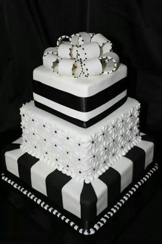95 Stunning Black And White Wedding Cakes Black and white colors scheme continues to be the most elegant one. We've already told you about black and white table settings, and now – let them eat cake! Black White Cakes, Black And White Wedding Cake, White Wedding Cakes, Beautiful Wedding Cakes, Gorgeous Cakes, Pretty Cakes, Cute Cakes, Amazing Cakes, Fancy Cakes