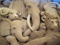 African animals sand sculpture, Sand Art Museum in Tottori, Japan. Snow Sculptures, Sculpture Art, Metal Sculptures, Tottori, Ice Art, Snow Art, Grain Of Sand, Land Art, Beach Art