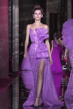 Stunning Embroidered Purple Strapless Slit Sheath Evening Maxi Dress / Asymmetric Evening Gown with Open Back and a Train. Runway Show by Zuhair Murad Zuhair Murad, Glamour, Couture Fashion, Fashion Show, African Fashion Dresses, Couture Collection, Couture Dresses, Spring Dresses, Dream Dress